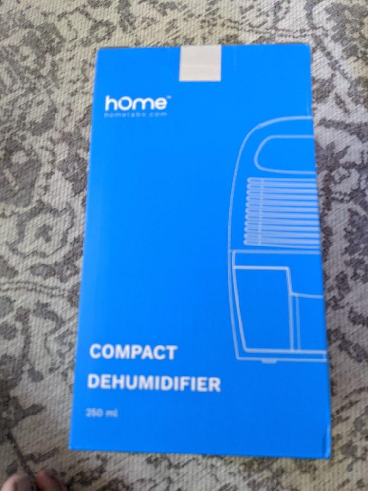 Compact mini humidifier