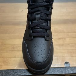 7y  Black Air Jordan 1 Mid (GS) Thumbnail