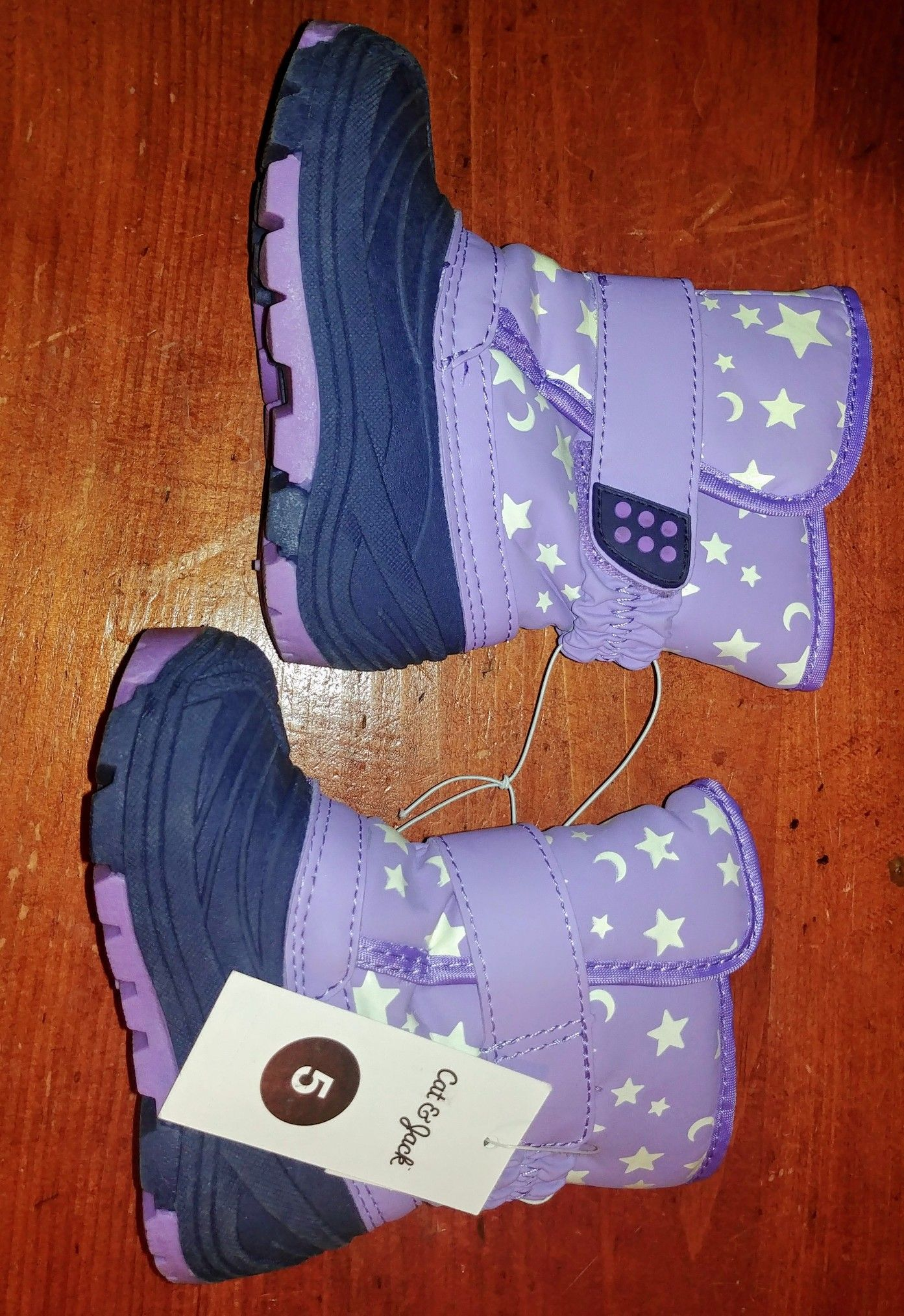 Toddler girl's Cat and Jack snowboots
