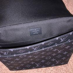 LV Men's Bag Thumbnail