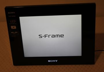 "Sony Digital 8"" Photo Frame | LED Backlight | 800 x 600 pixels | Remote Control | DPF-D810 | Features: Slideshow, Clock, Calendar Thumbnail"