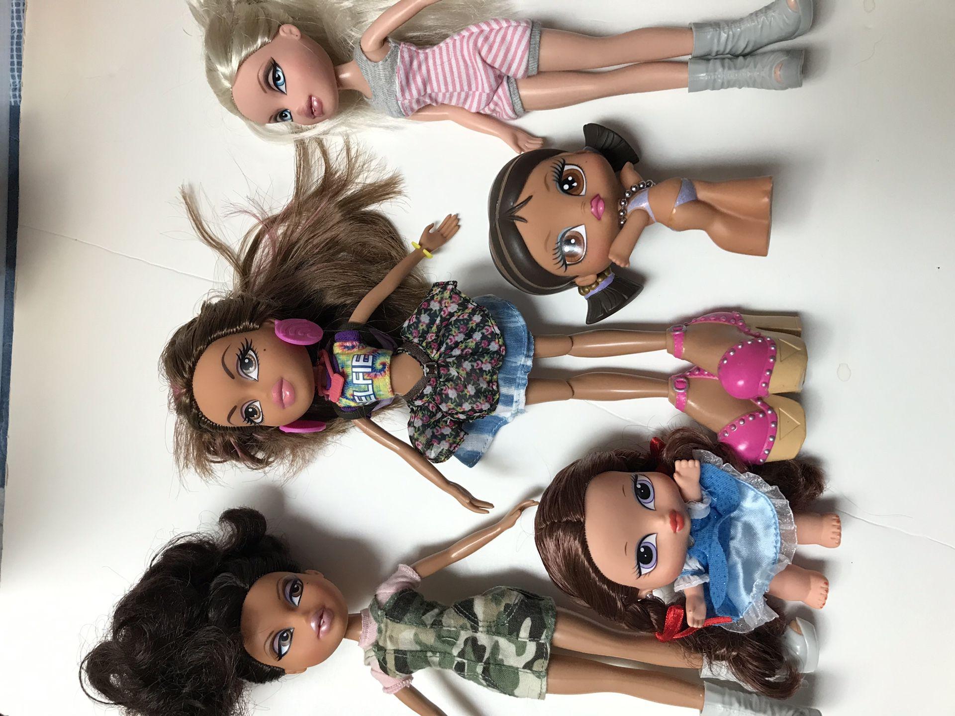 5 BRATZ dolls