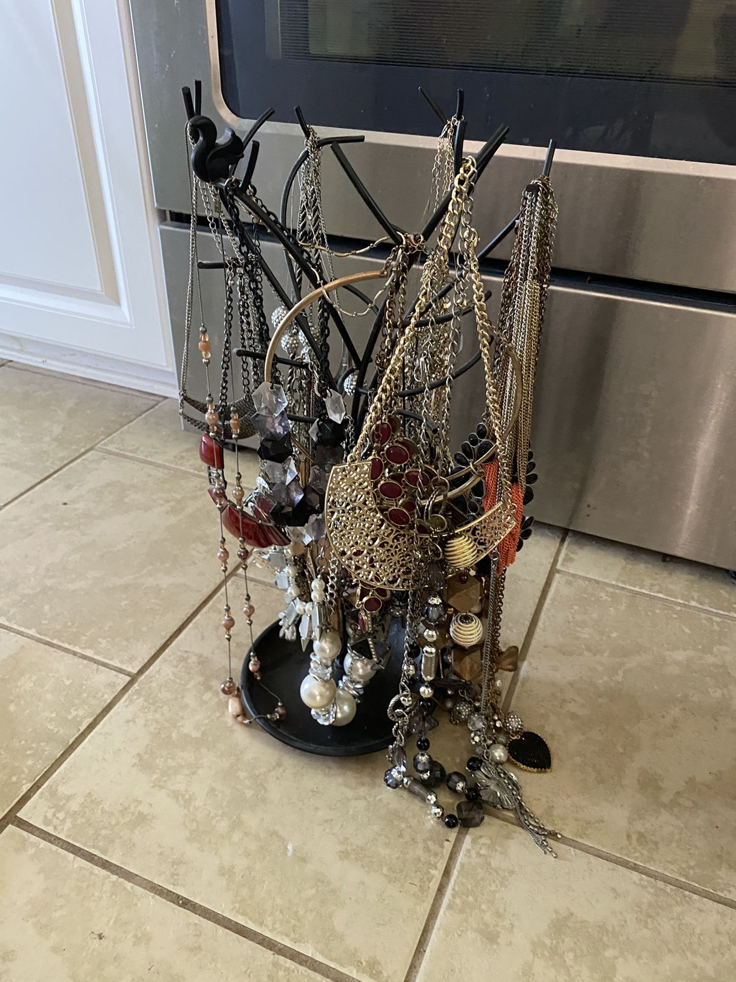 Necklace lot w/holder