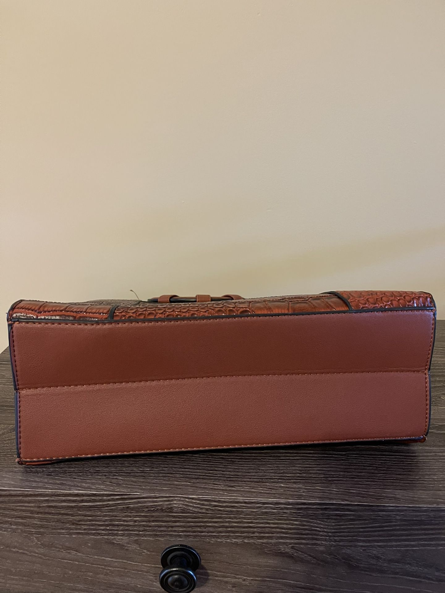 Leather Purse With Shoulder Strap Attachment