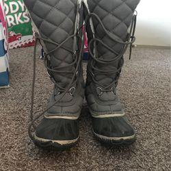 10.5 Snow boots Thumbnail