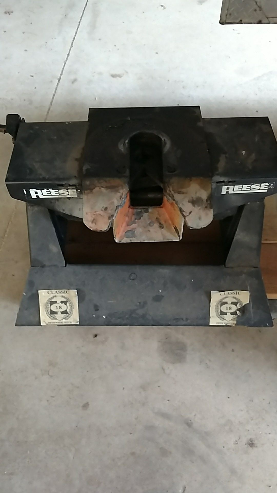 Classic 18 Reese fifth wheel hitch