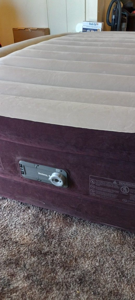Queen Size Air Mattress 20 Inch With Built In Pump, Bestway