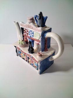 Very Cute House Tea Pot . Thumbnail