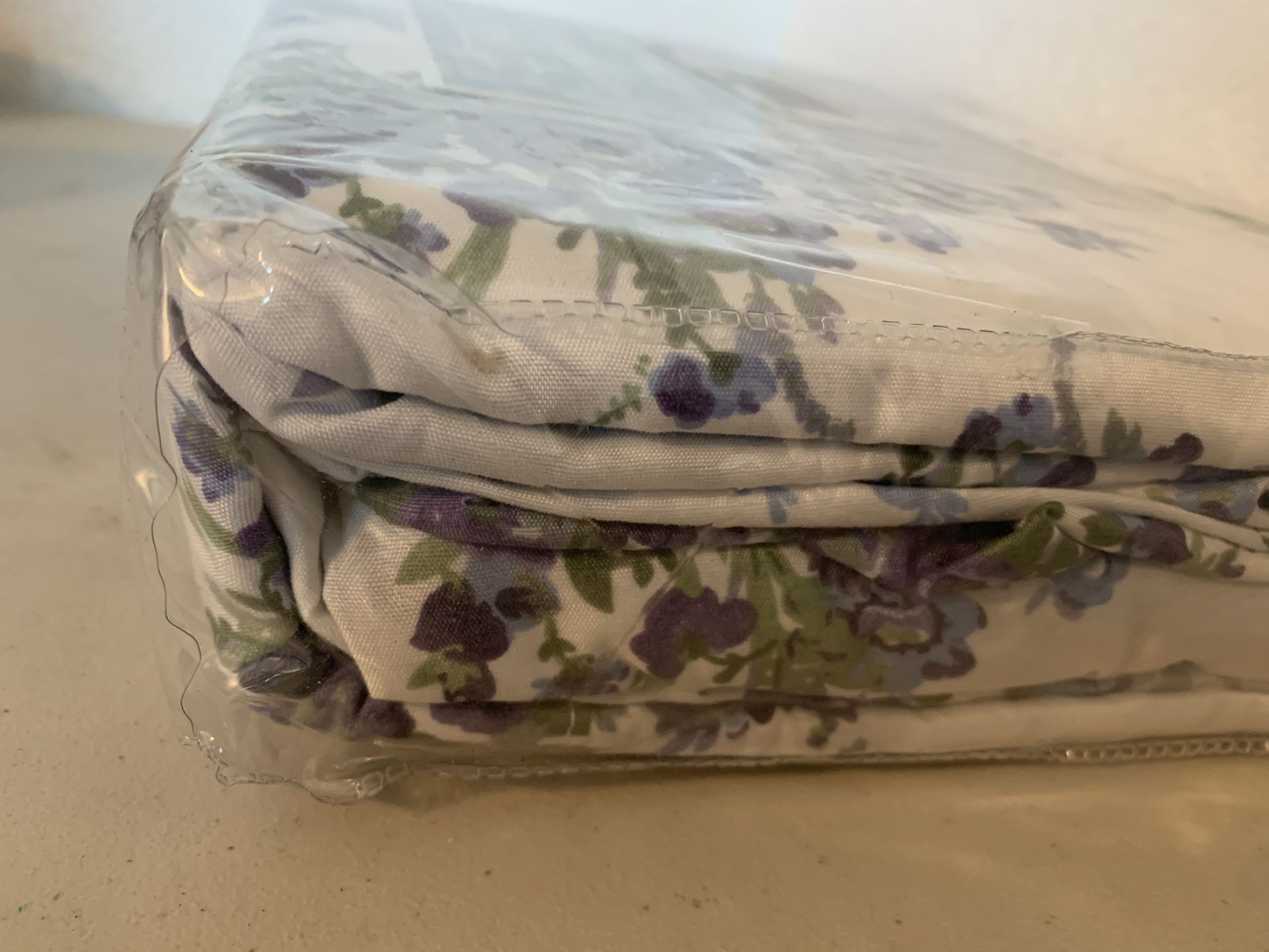 Ultra soft Microfiber Full Sheet Set White Floral 4-Piece NEW