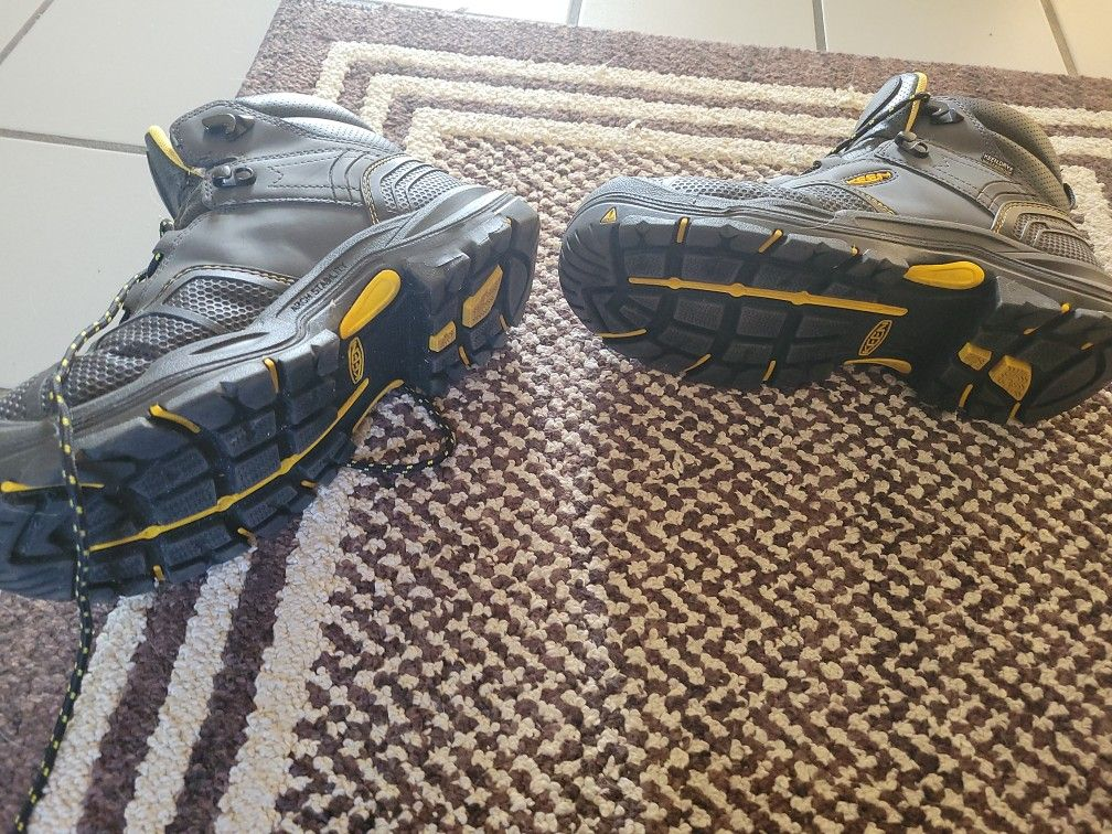 Keen utility safetey toe work boots 10 1/2