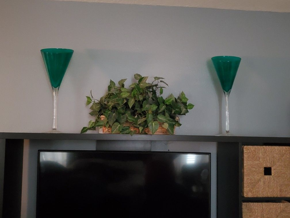 Set of 2 beautiful hand blown Italian glass vases