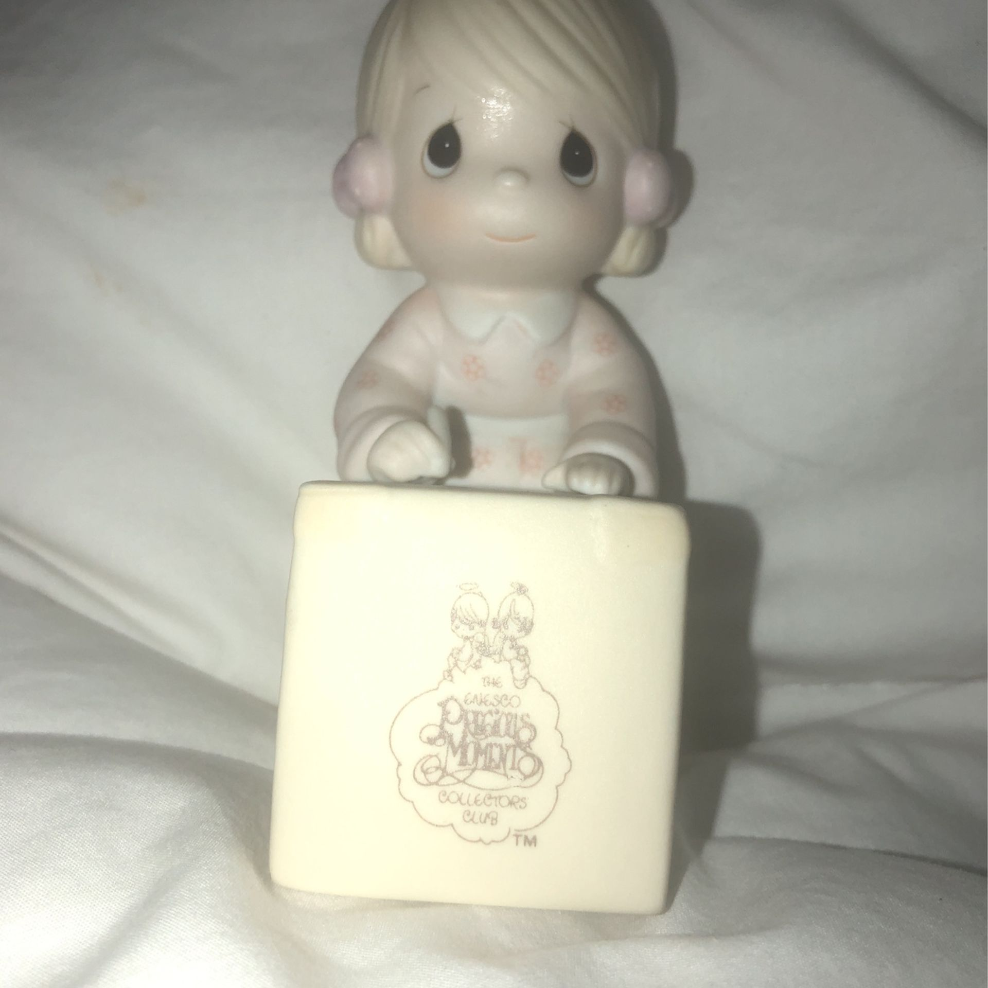 """1987 Precious Moments """"Sharing Is Universal """" figurine"""