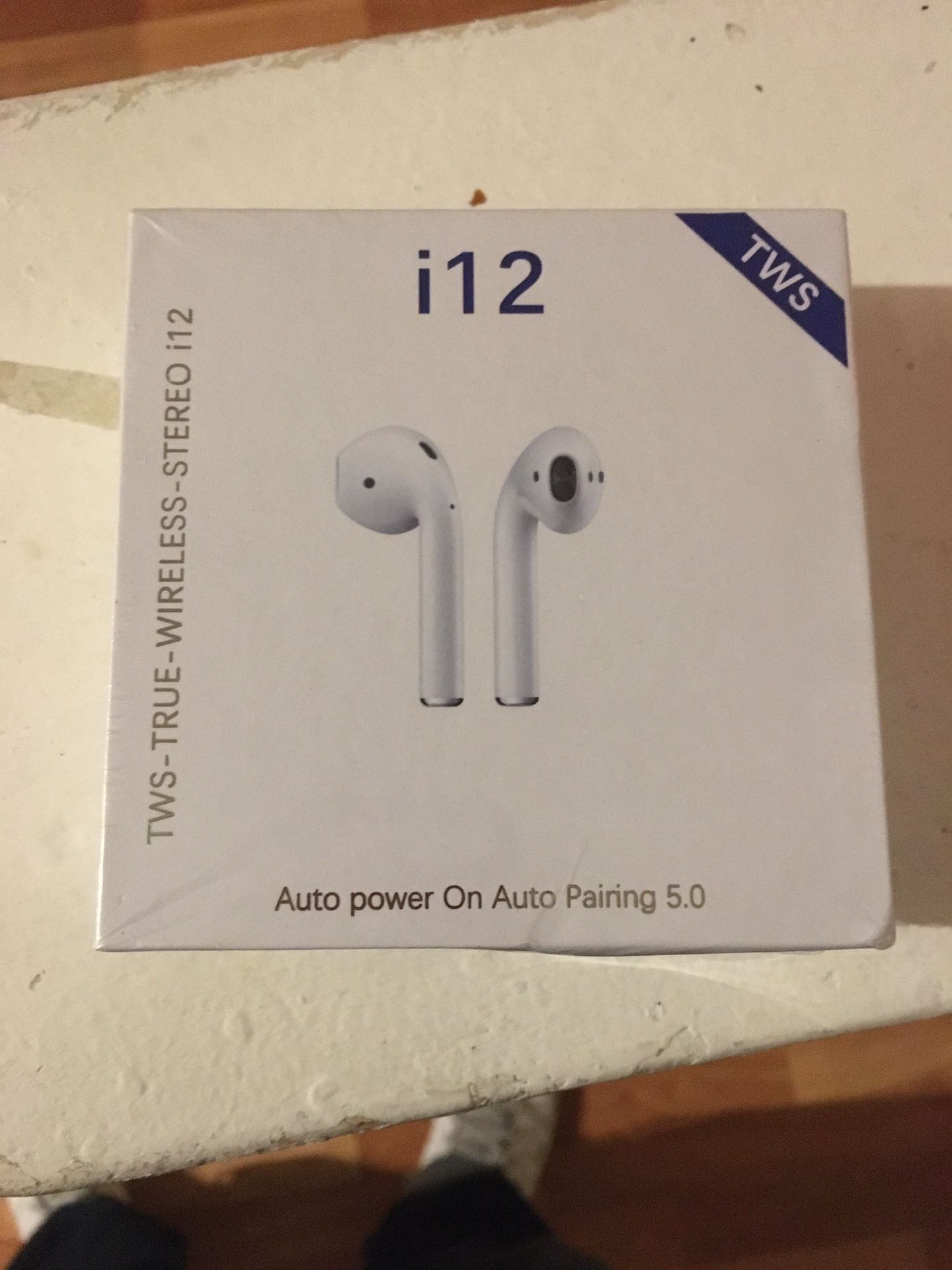 I12 WIRELESS HEADPHONES (WIRELESS EARPHONES / EARBUDS) ** includes charging case and iPhone lightning charging cable