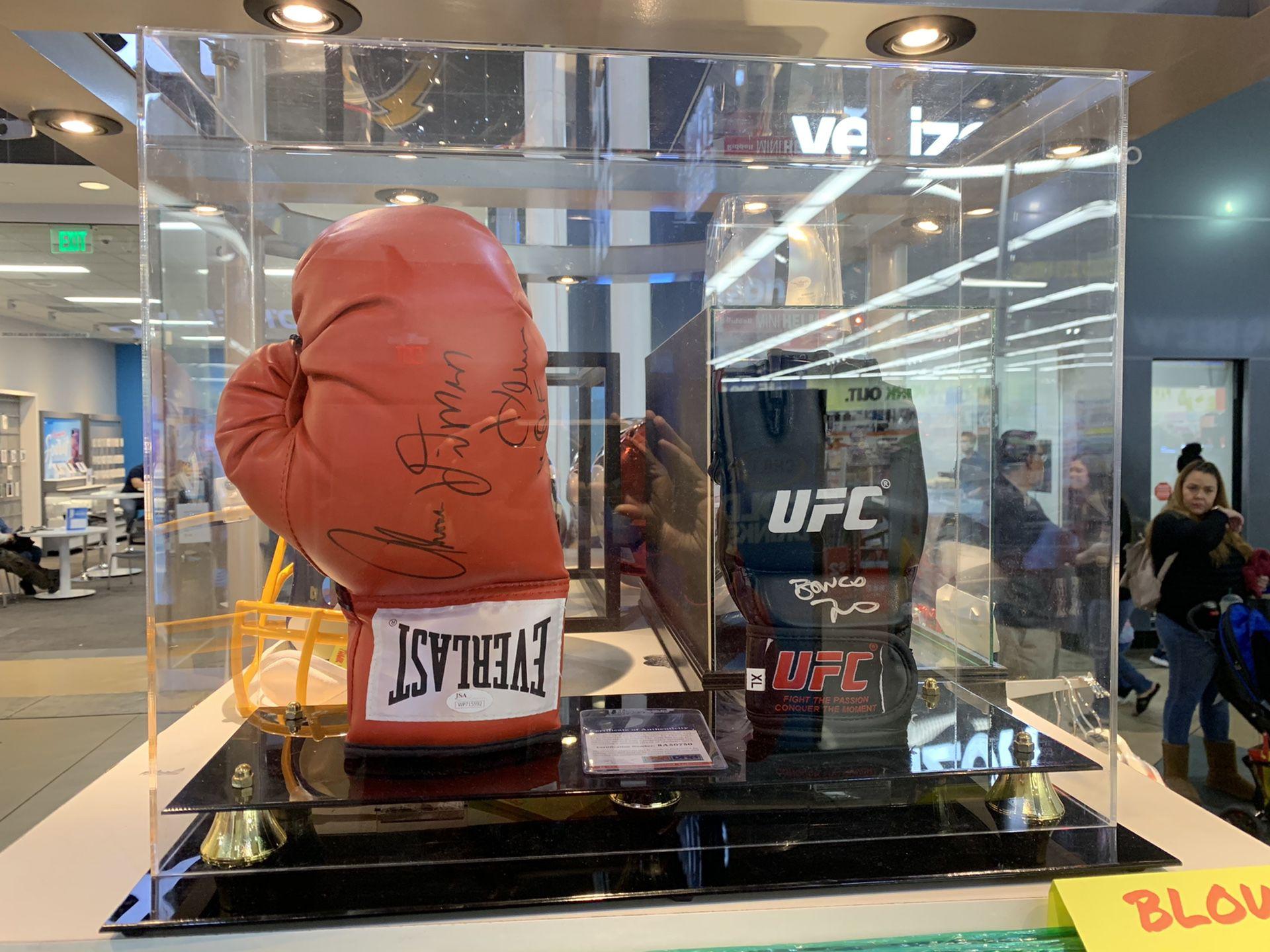 """UFC AUTOGRAPHED GLOVE JON """"BONES"""" JON"""