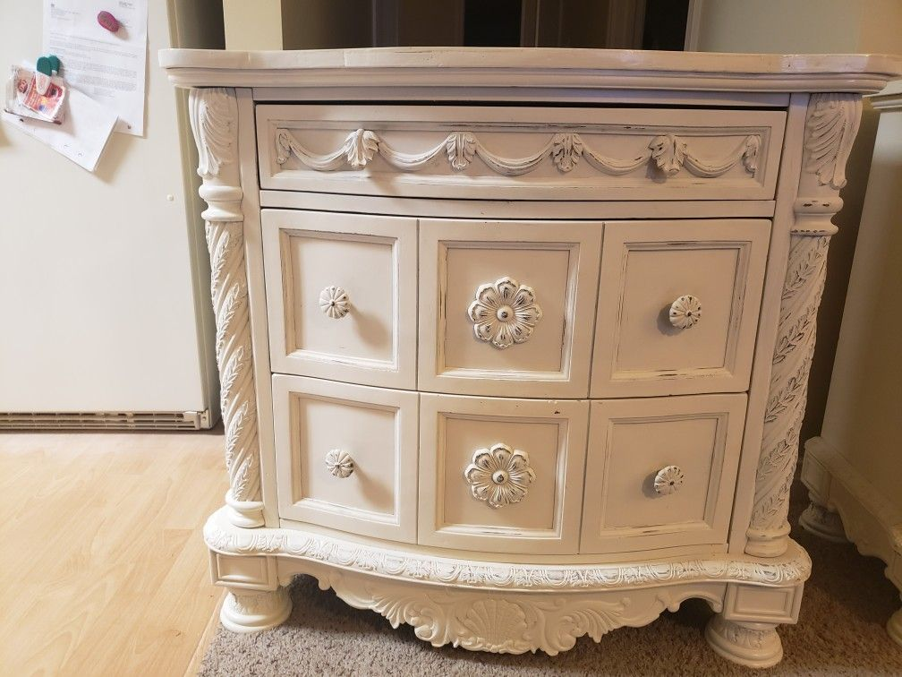 3 Drawer Dresser With Custom Wood Work