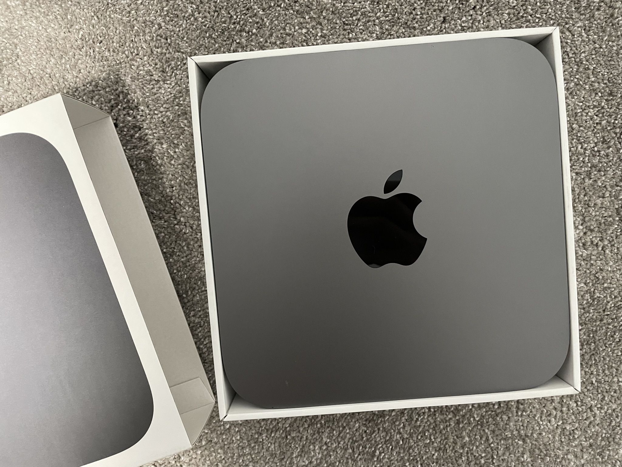 Mac Mini. i7 / 32GB Ram / 1TB SSD / AppleCare+