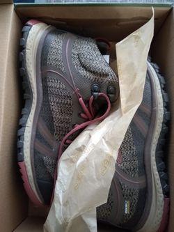 Women's KEEN hiking boots size 6.5 Thumbnail
