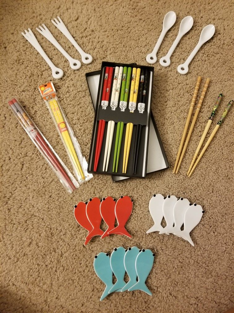 Chopsticks LOT Sushi Japan Holder Crate And Barrel Cocktail Ceramic Fork Spoon Lucky Cat Wooden Plastic Fish Tempura Wasabi Lobster Asian Foodie Roll