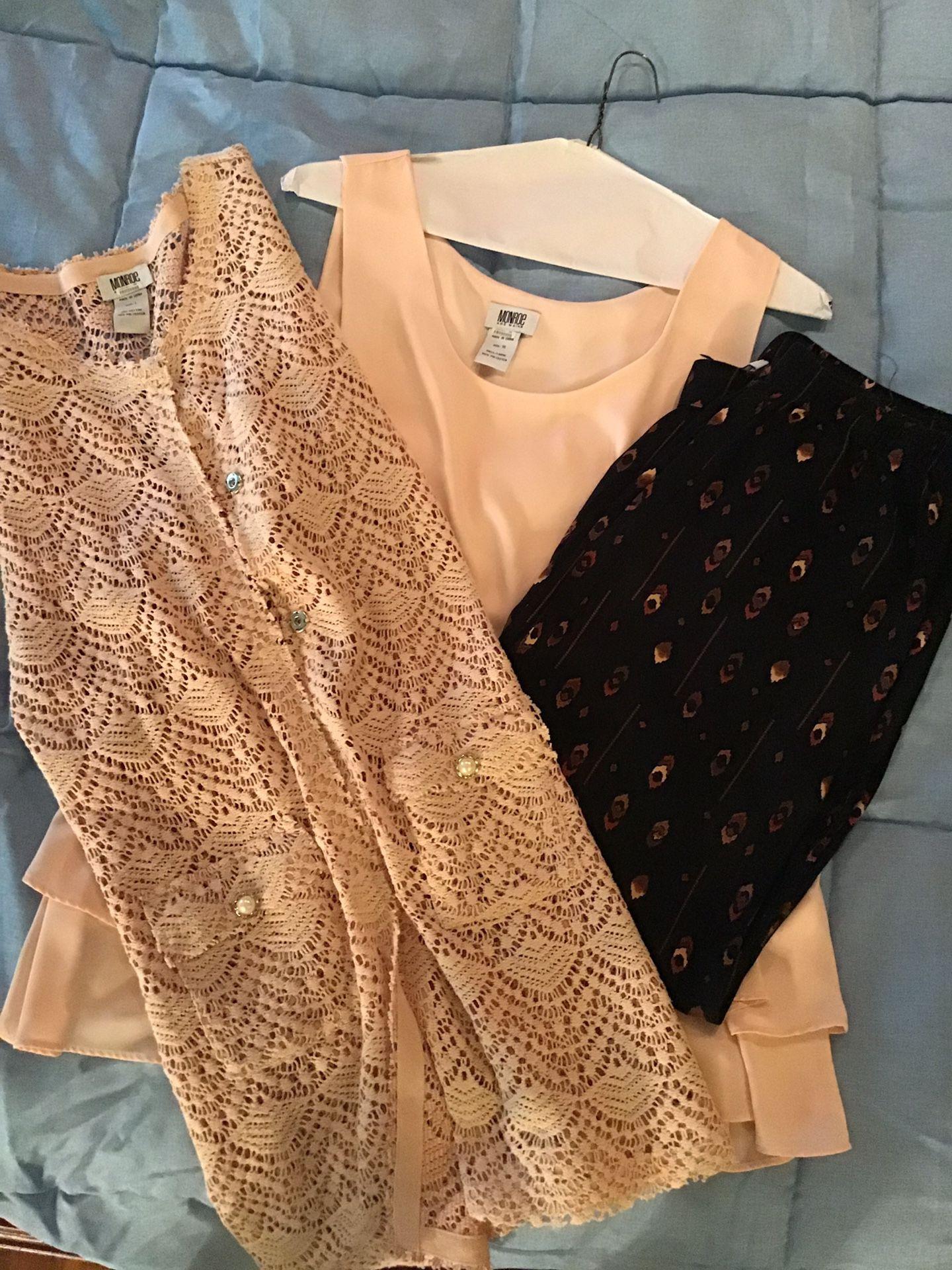 Size Large-XL Monroe & Main outfit set