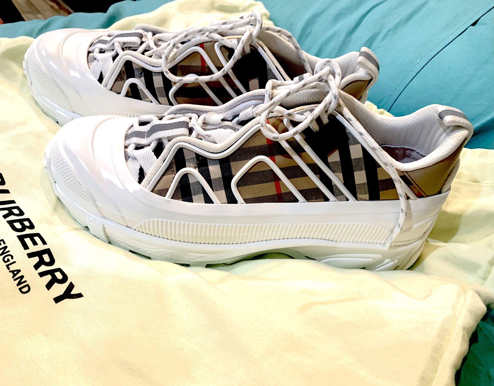 10010Burberry Arthur Check Sneakers SizeWith 7 Men's 8 1/2 Women's