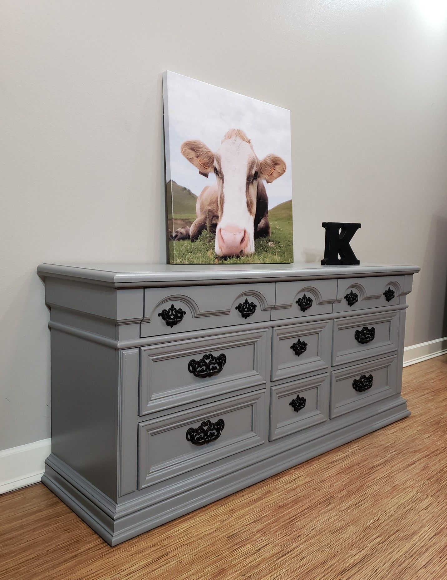Beautiful hand painted Thomasville dresser