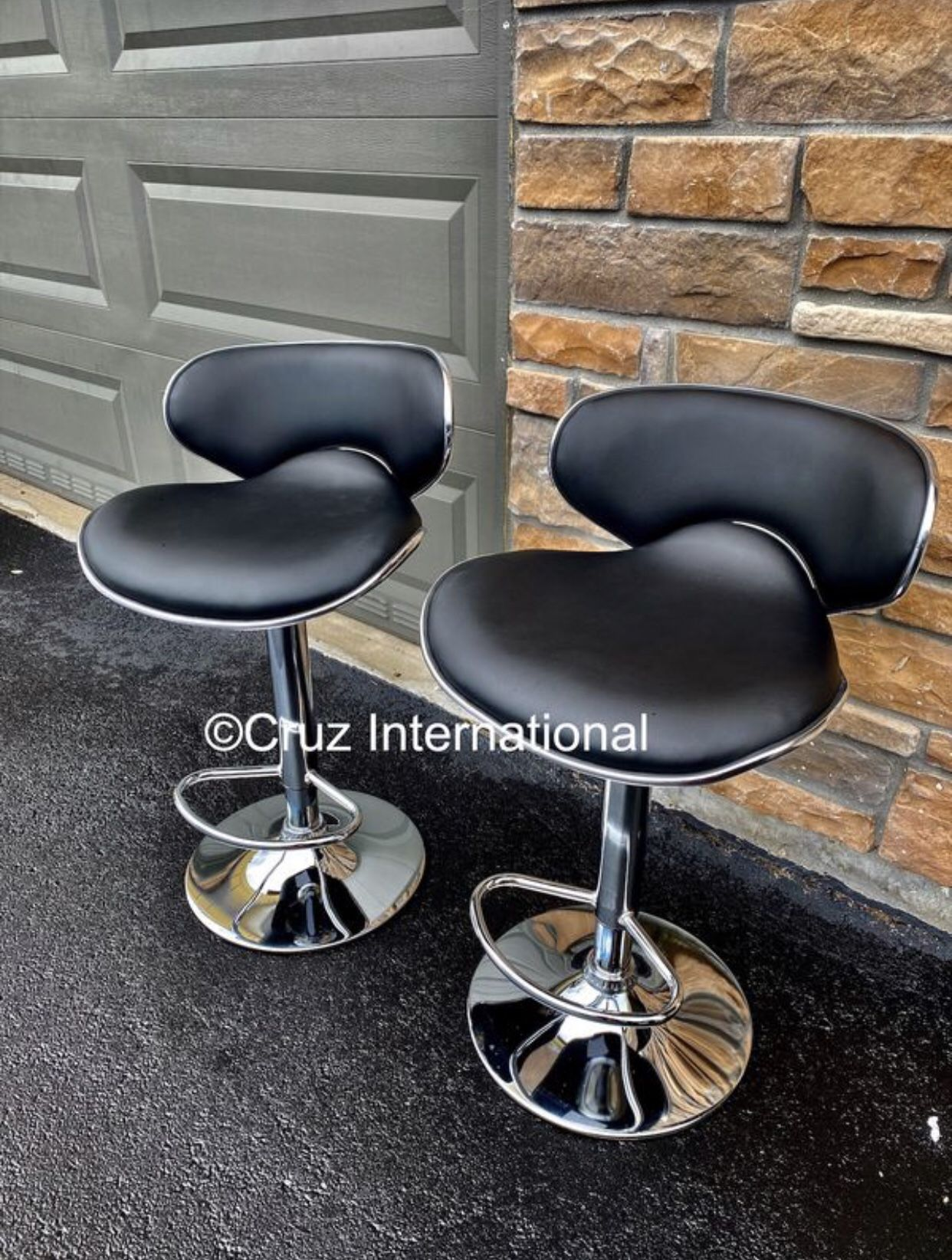 New 2 black stools