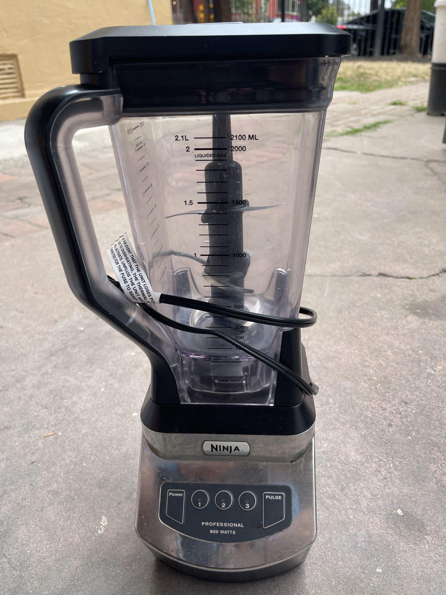 Ninja Professional 900 Watts
