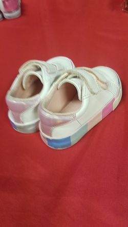 Pointed toe white pleather sneakers size 6 Thumbnail