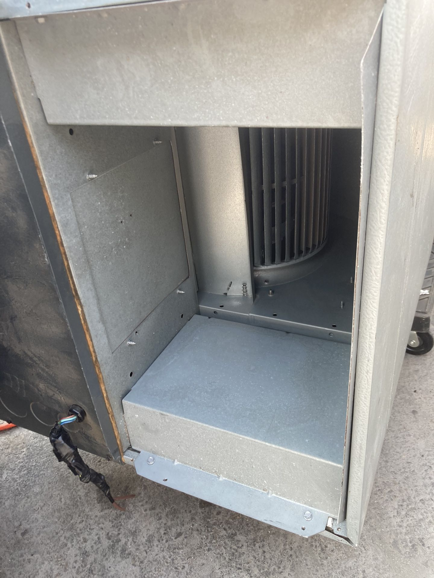 Goodman 4ton AC, Condenser, air handler and I'll throw in a thermostat.