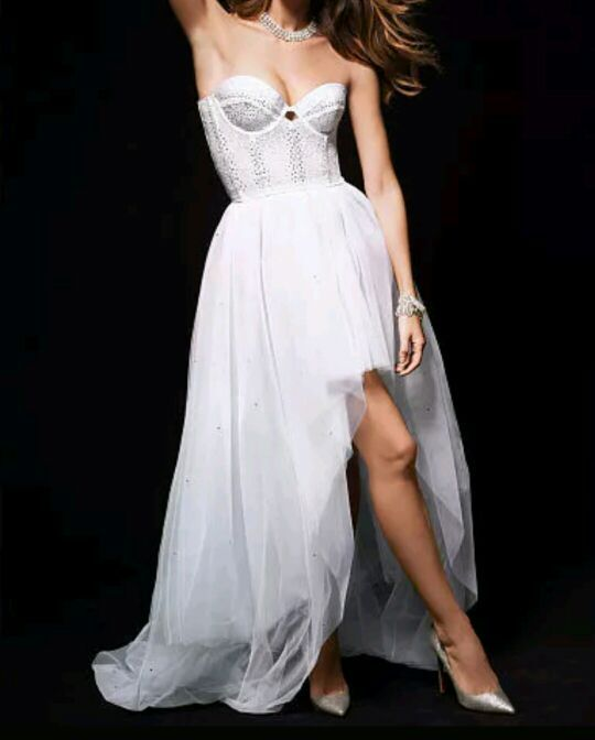 Very beautiful Victoria secret gladder tutu skirt can be use for bachelorette party, or pregnancy pictures