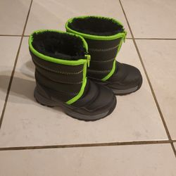 Toddler Size 8 Snow Boots Thumbnail