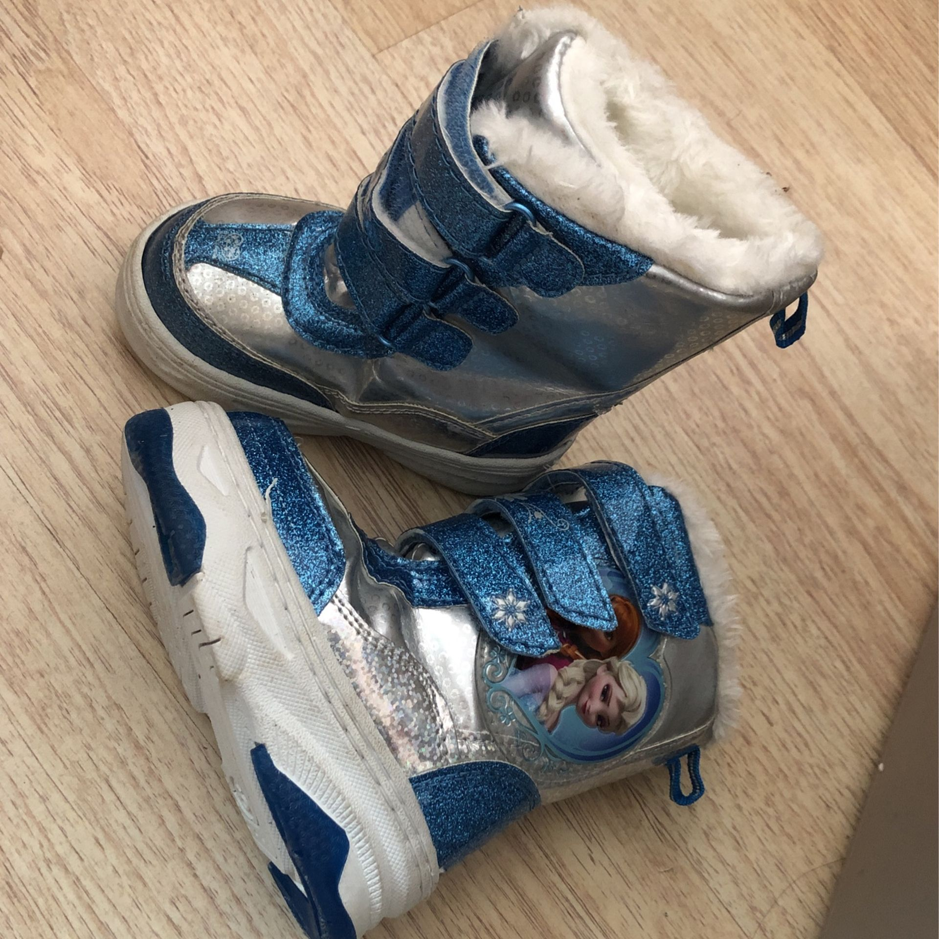 Baby girl snow boots size 6 toddler