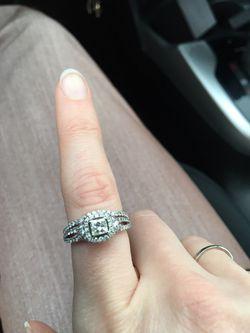 Engagement ring with wedding band- diamond Thumbnail