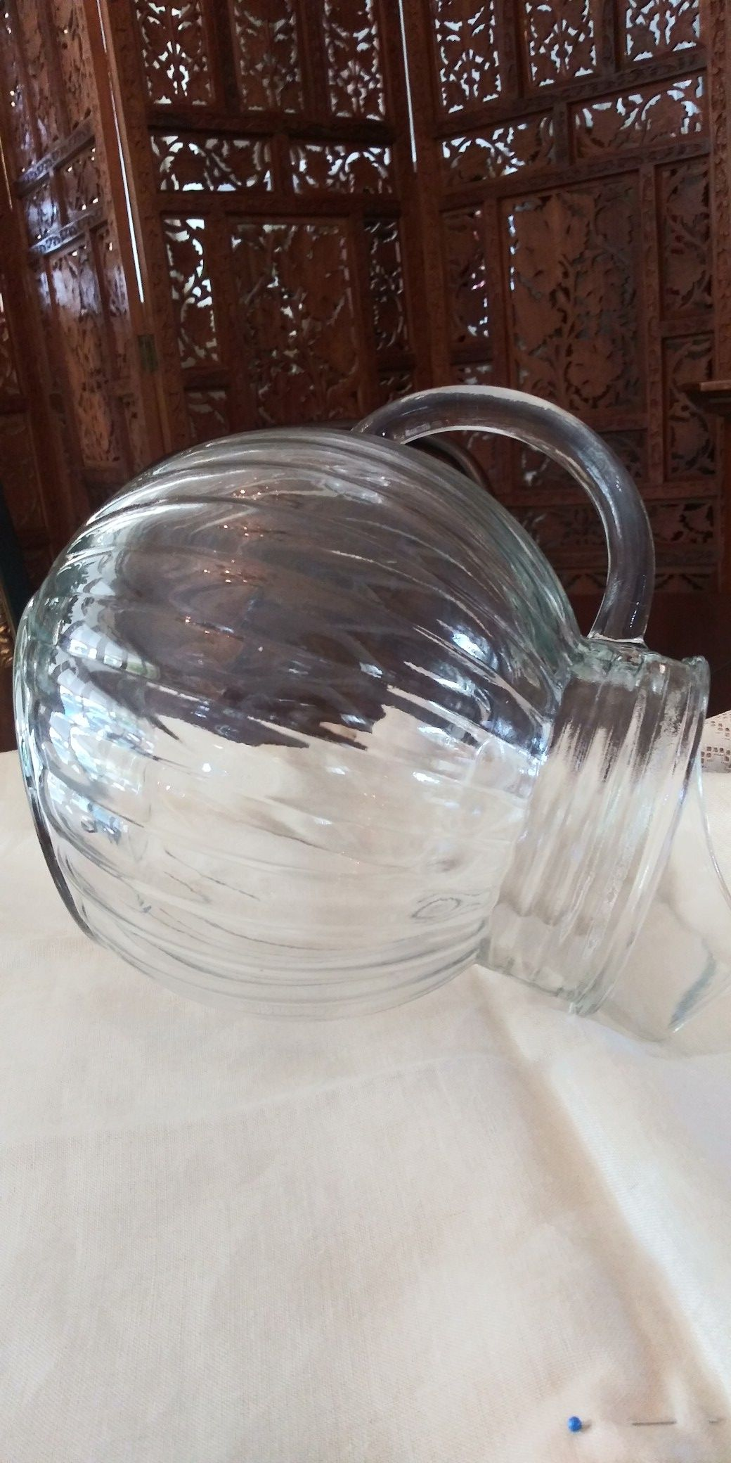 Glass leaning round pitcher - 10 cups capacity