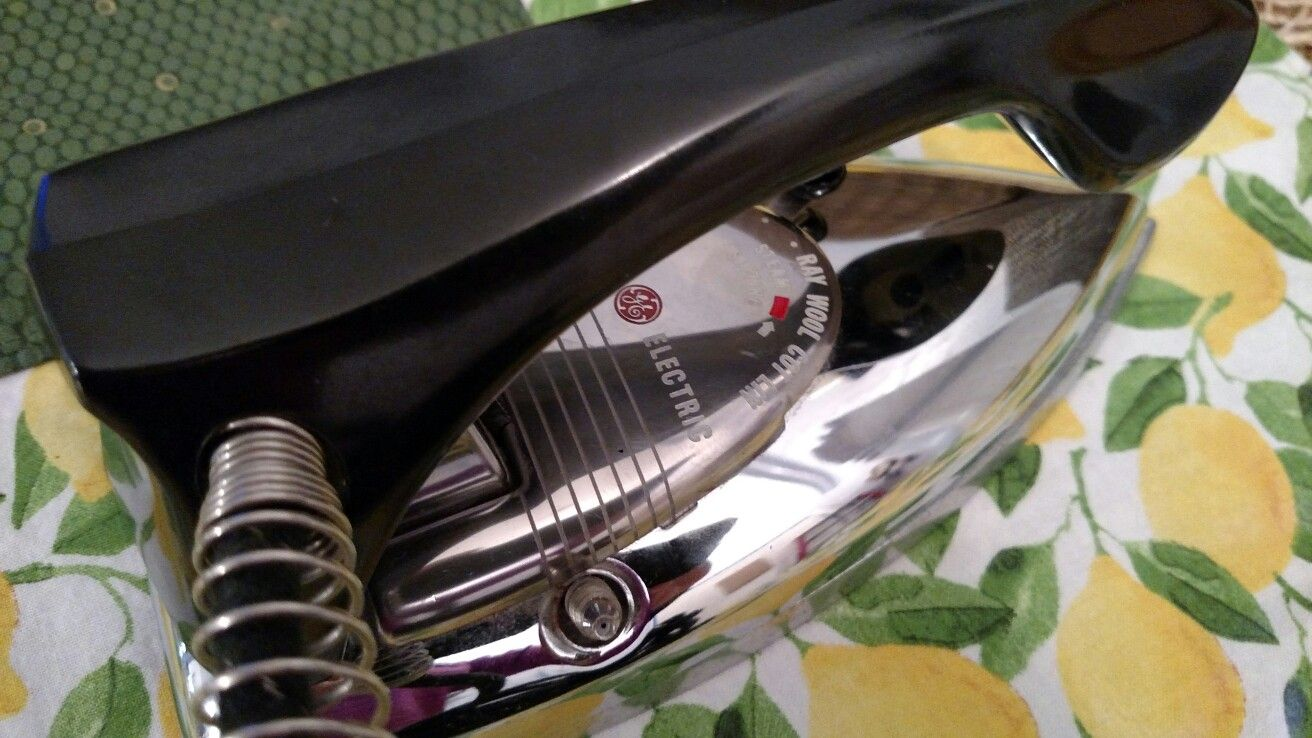 Vintage General Electric Collapsible Travel Steam Iron, Photo Prop or Laundry Decoration, EUC.