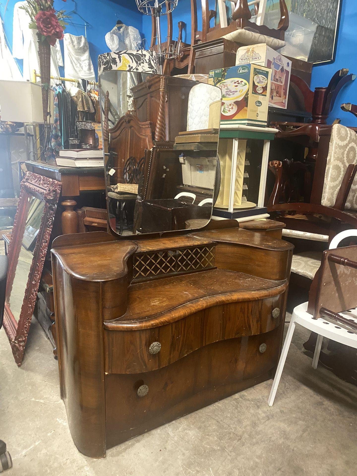 Antique Vanity (Fayettville Ga