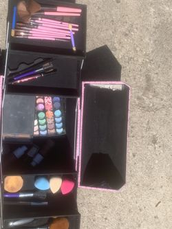 Makeup box with makeup products Thumbnail