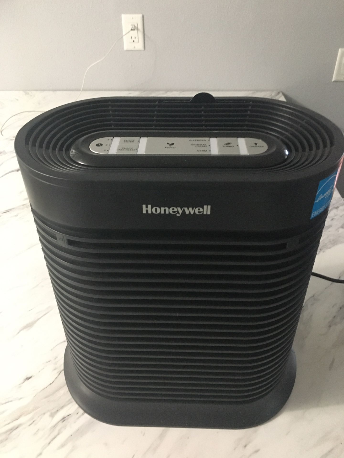 Air Filter - Room -Honeywell HPA 100 True HEPA Allergen Remover