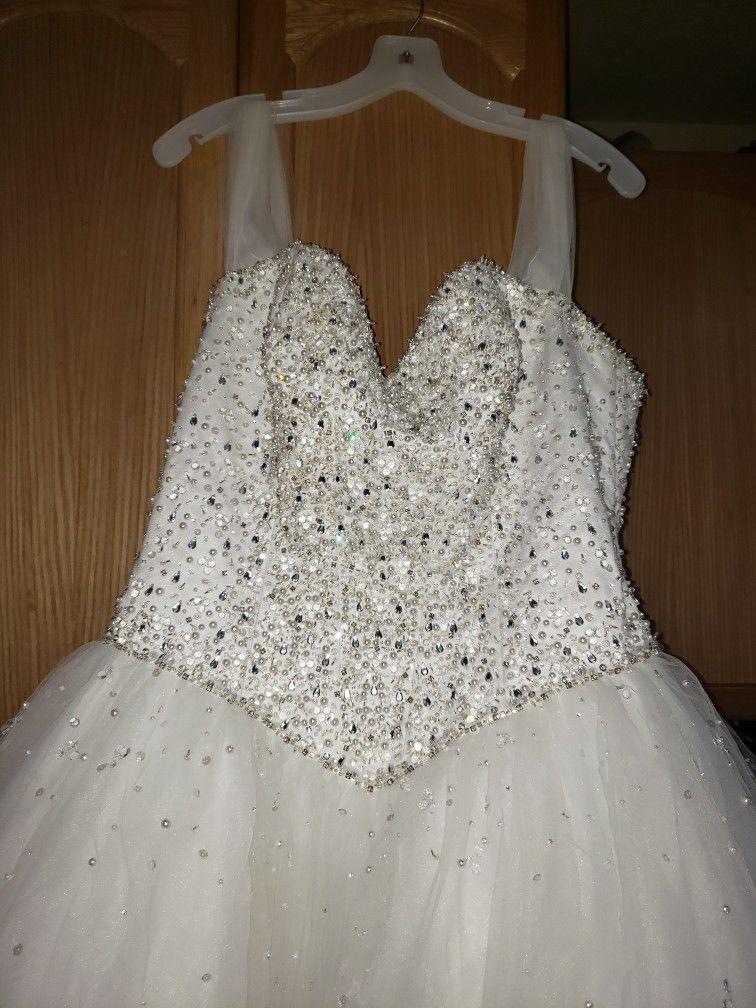 Beautiful Wedding Dress With Traine
