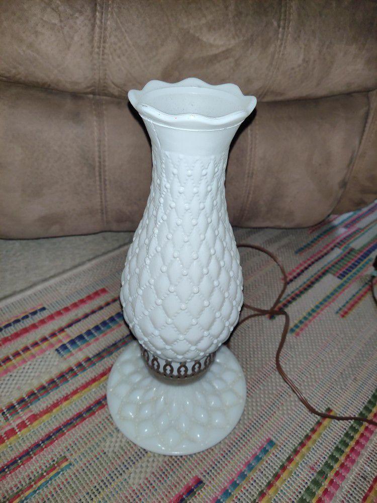 Vintage Lamp.. It Works. Excellent Condition
