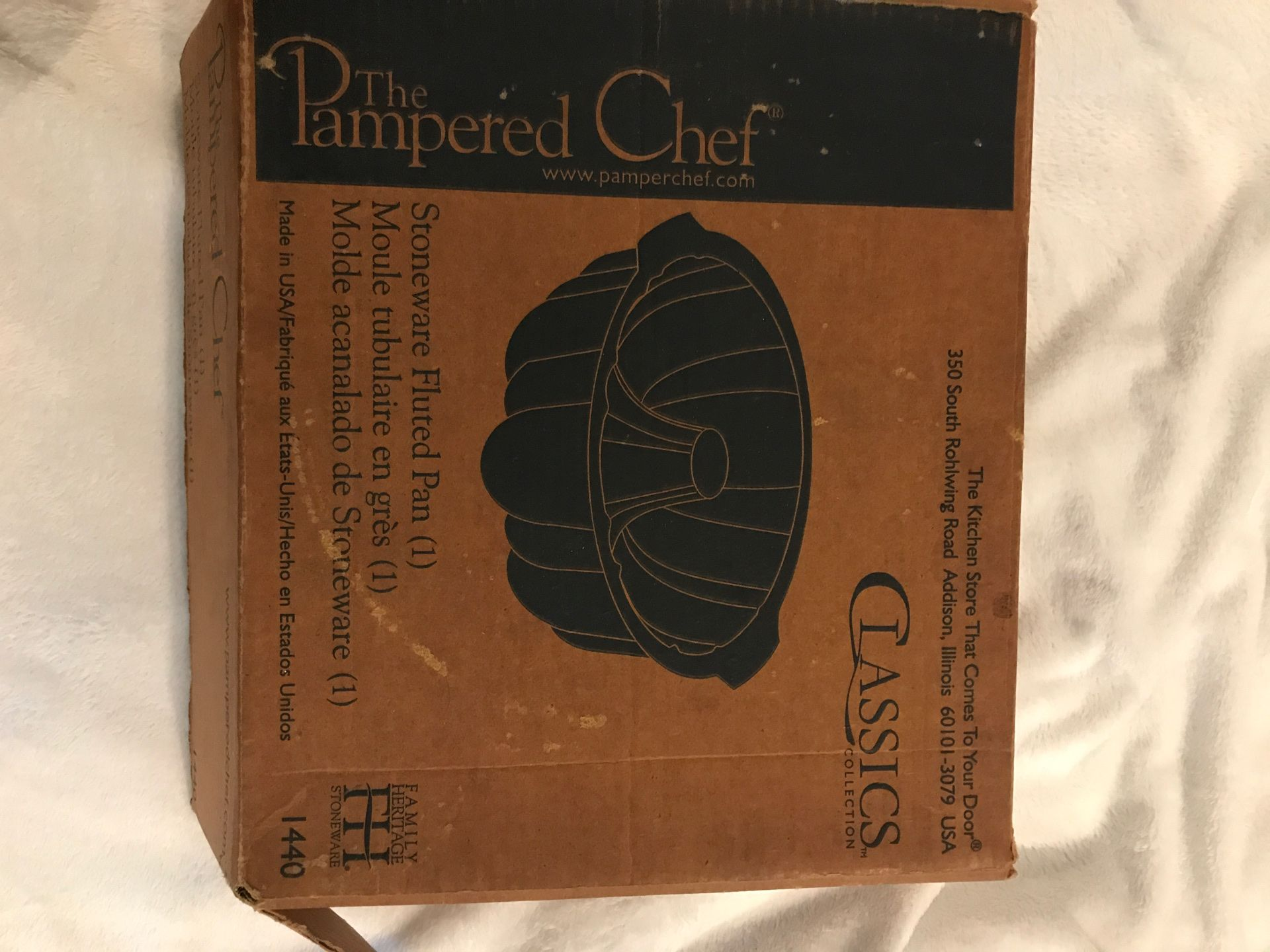 PAMPERED CHEF STONEWARE FLUTED PAN 1140 SEASONED