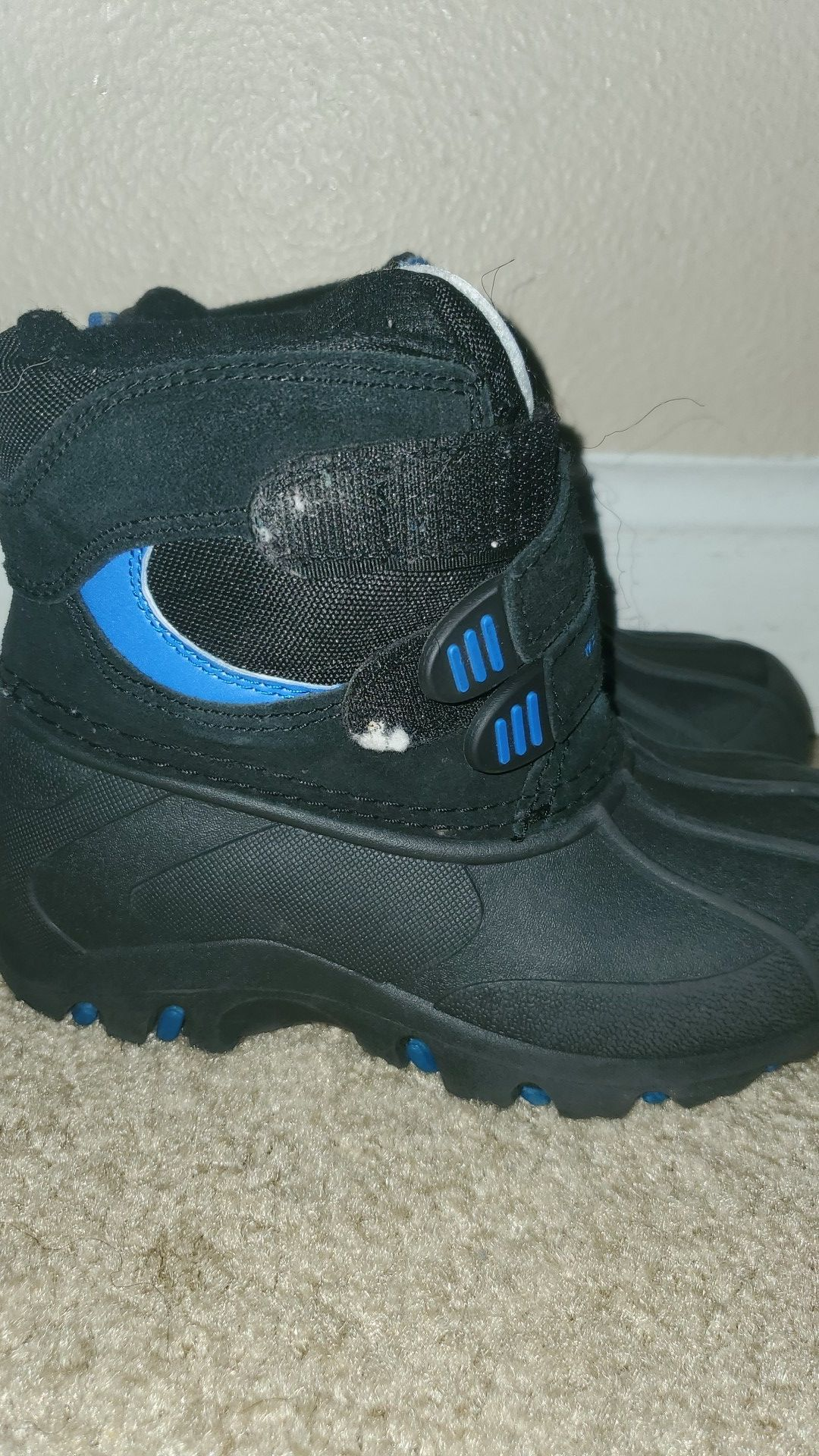 Weatherproof snow boots for toddler boys size 10