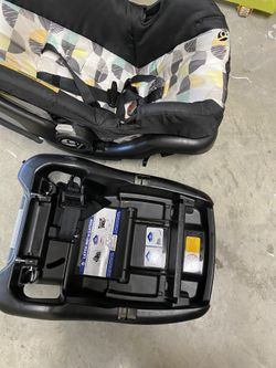 Baby Trend Car seat With Extra Base  Thumbnail