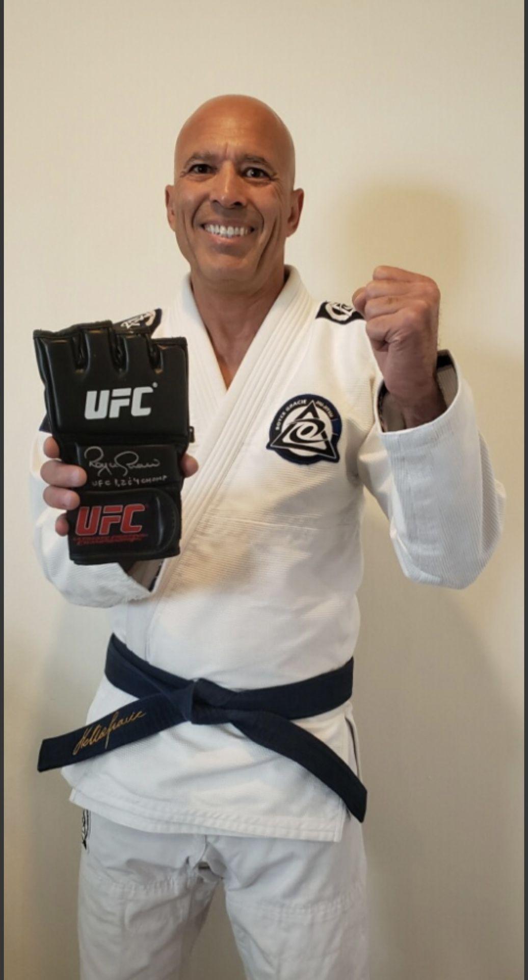 Royce Gracie UFC auto Glove