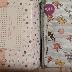 Two Full Sheet Sets (Flat Sheet, Fitted Sheet, Pillow Cases) Thumbnail