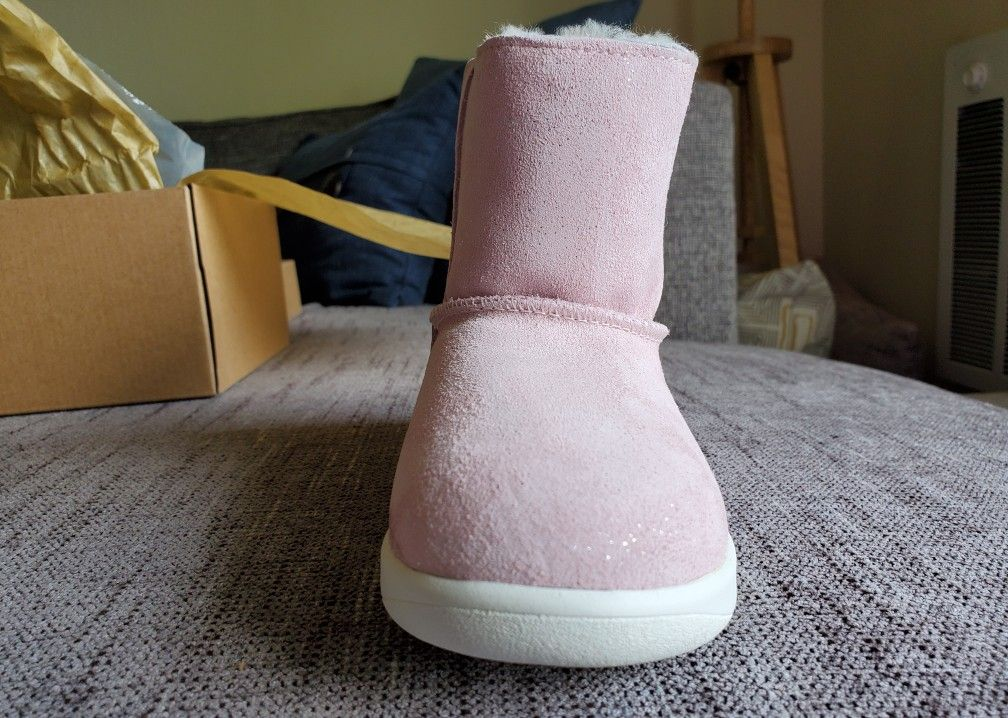 UGG Toddlers boots Sizes 12. Please click on 🌟🌟🌟🌟🌟 for more offers. follow me. Thank you