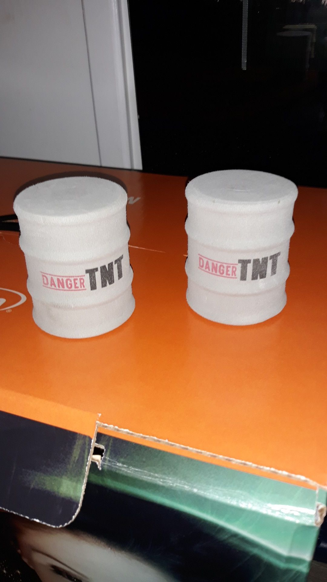 Fake TNT cans to shot nerf guns at