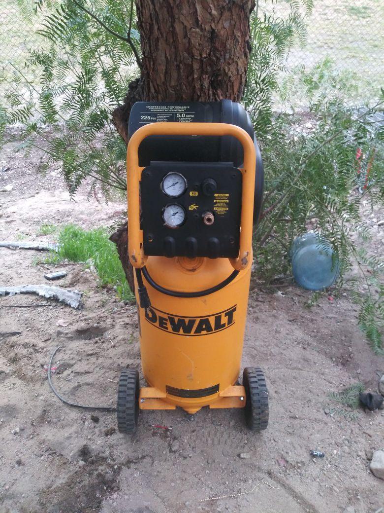 Brand New DEWALT D55168 225 PSI 15 Gallon 120-Volt Electric ,Wheeled, Portable Continuous Workshop Compressor