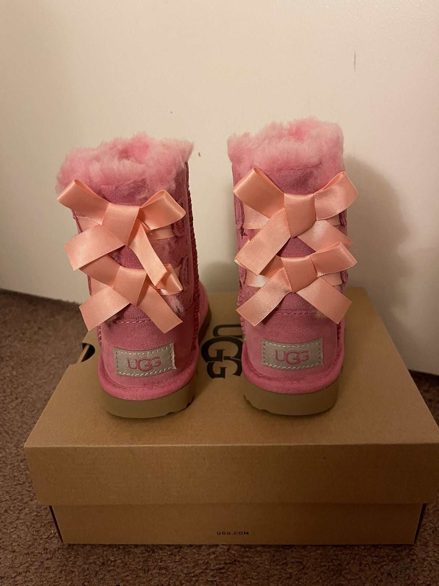 100% Authentic Brand New in Box UGG Bailey Bow Moon and Stars Boots / Color: Pink / Toddler size 6, 7, 8