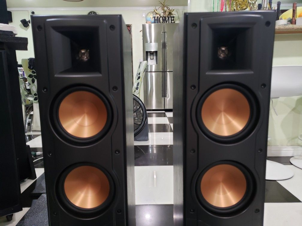 Klipsch RF 42 II 600 Watts Peak Pair Speakers Excellent Condition Perfectly Working Amazing Sound